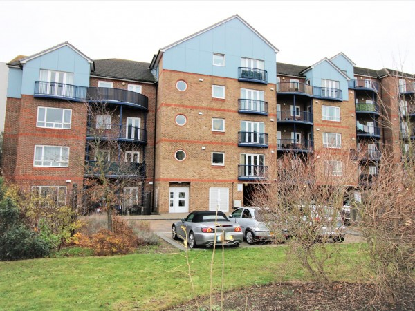 1 Bed Apartment Flat/apartment For Sale - Photograph 1
