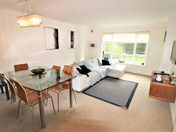 2 Bed Apartment Flat/apartment For Sale - Living room /dining area