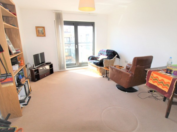 1 Bed Apartment Flat/apartment For Sale - Living room
