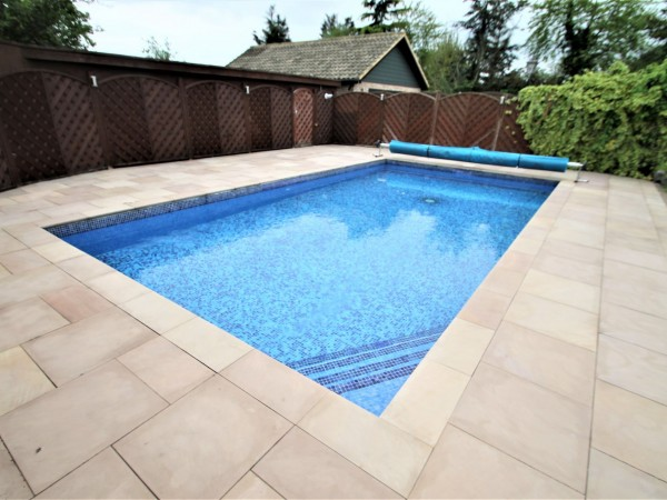 4 Bed Detached House For Sale - Swimming Pool