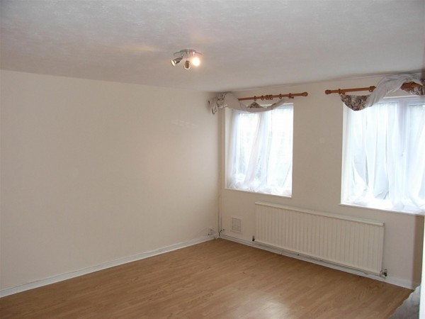 3 Bed Terraced House To Rent - LOUNGE