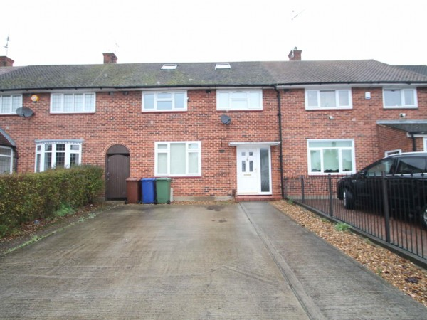 4 Bed Terraced House To Rent - Front of House
