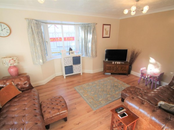 5 Bed Detached House To Rent - Photo