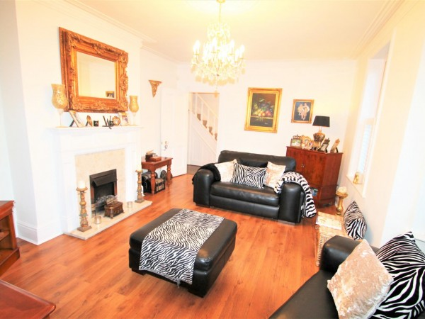 4 Bed Semi-detached House For Sale - Lounge