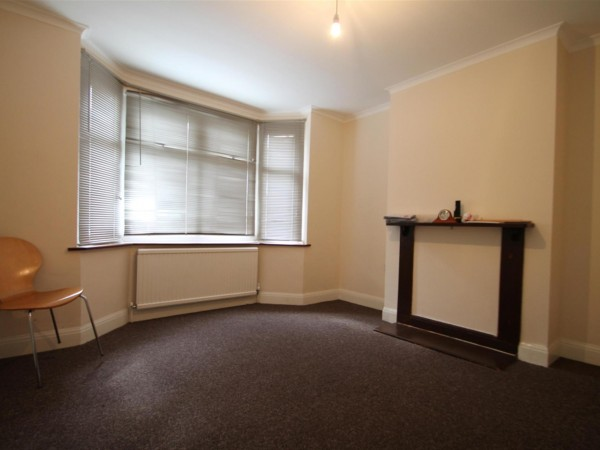 3 Bed Terraced House To Rent - Reception Room 1