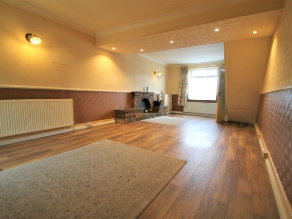 3 Bed End Terraced House For Sale - Lounge