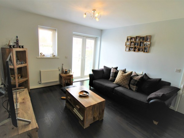 2 Bed Apartment Flat/apartment For Sale - Living