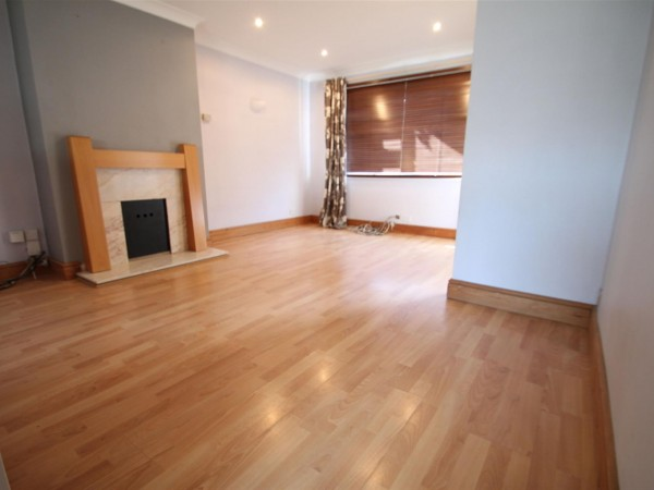 3 Bed End Terraced House To Rent - Lounge