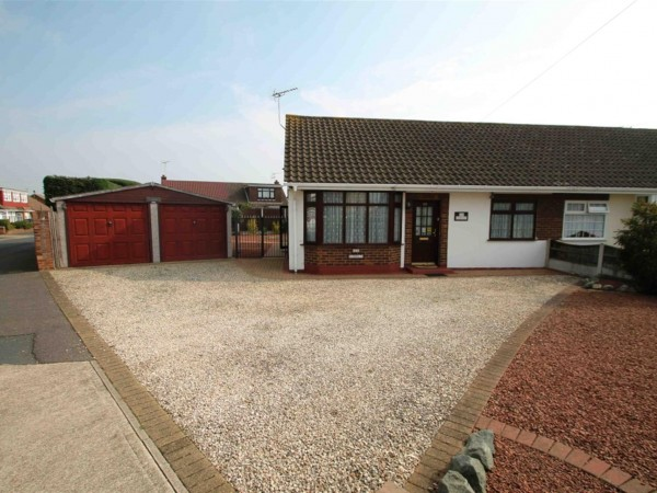 2 Bed Bungalow To Rent - Photo