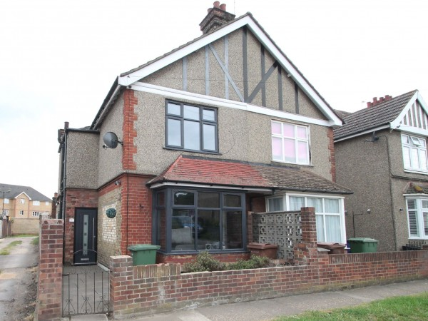 3 Bed Semi-detached House For Sale - External photo