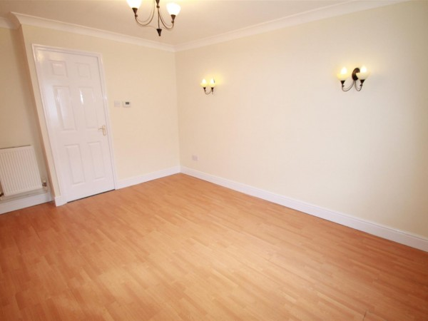 2 Bed End Terraced House To Rent - Photo