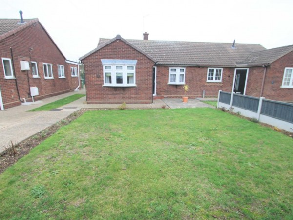 3 Bed Semi-detached Bungalow To Rent - Photo