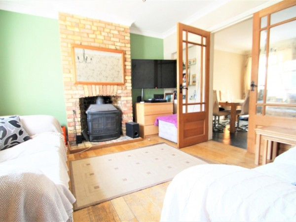 3 Bed Cottage House To Rent - Photo