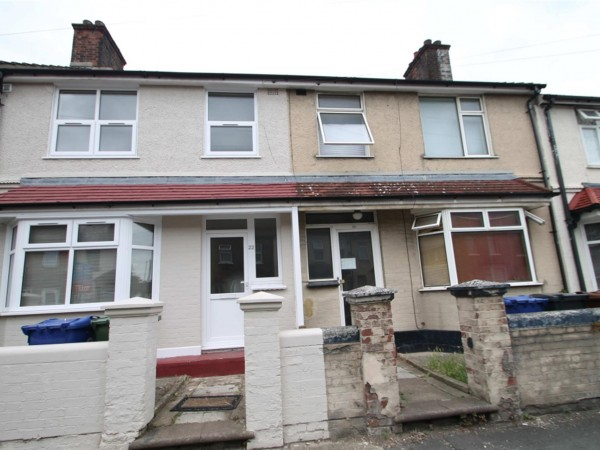 3 Bed Terraced House To Rent - Outside