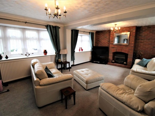 3 Bed Semi-detached House To Rent - Photo