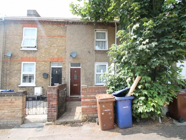 3 Bed Terraced House To Rent - external