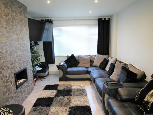 3 Bed Mid Terraced House For Sale - Photograph 20