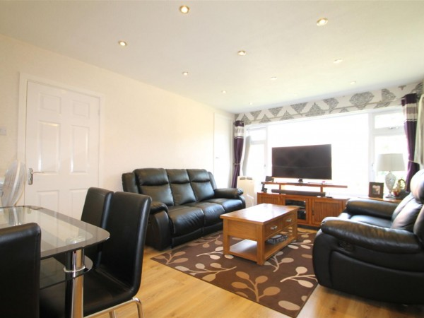 2 Bed Maisonette Flat / Apartment To Rent - Photo