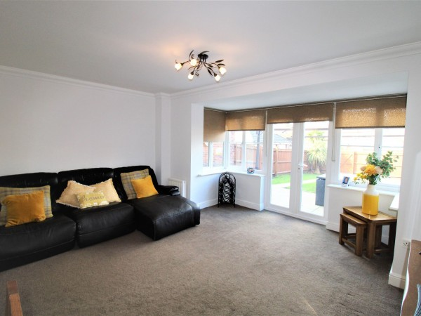 4 Bed Semi-detached House For Sale - Photograph 2