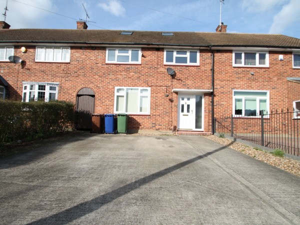 4 Bed Mid Terraced House For Sale - Exterior