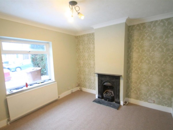 3 Bed Terraced House To Rent - Front Room