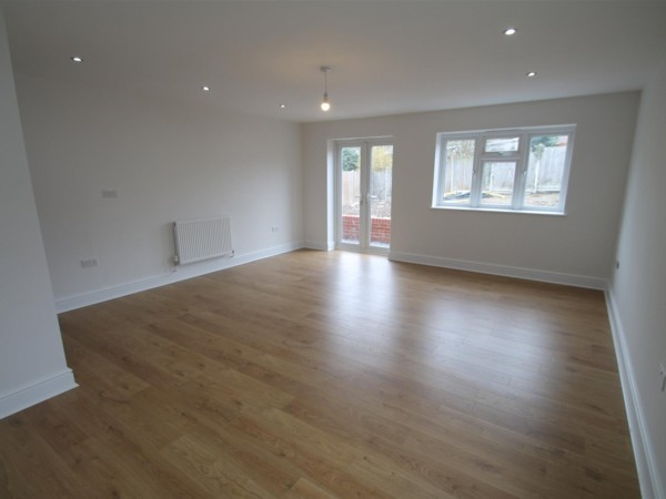 4 Bed Detached House To Rent - Lounge