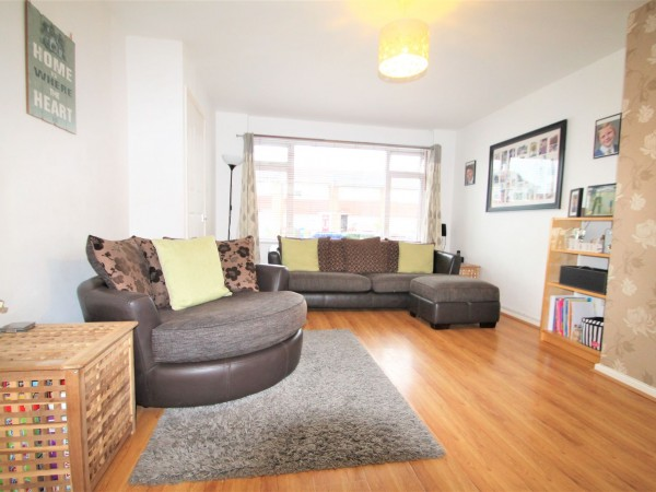 3 Bed Mid Terraced House For Sale - Lounge