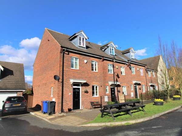 4 Bed Semi-detached House For Sale - Photograph 1
