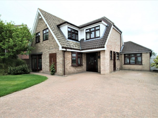 4 Bed Detached House For Sale - Exterior